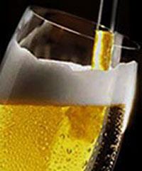 Bild; Quelle: http://www.experimentalchemie.de/bilder01/versuch-039/bierglas.jpg